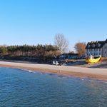 Plaża i port rybacki w Chłopach